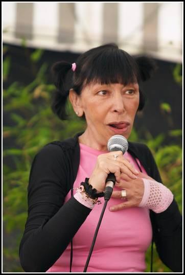 http://www.tasteofindie.com/photos/2004-08-13-Route_du_rock_02_Brigitte_Fontaine/brigitte_fontaine_007.jpg